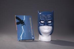 BATMAN THE DARK KNIGHT RETURNS BOOK AND MASK SET