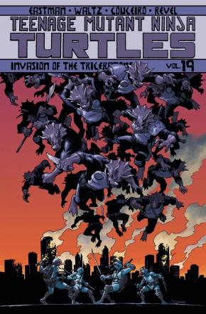 TEENAGE MUTANT NINJA TURTLES VOLUME 19 INVASION OF THE TRICERATONS GRAPHIC NOVEL